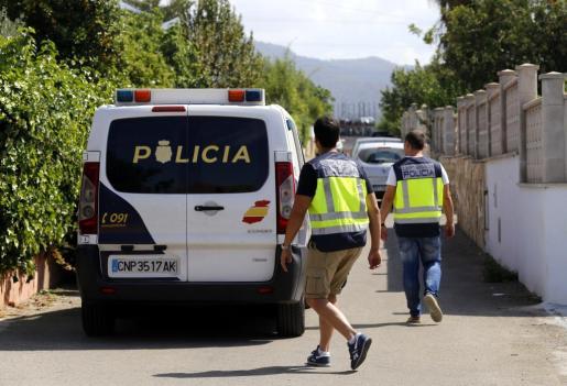 Agentes del Cuerpo Nacional de Policía procedieron a la detención de un hombre de 82 años y nacionalidad española acusado de agredir sexualmente a la mujer que le limpia la casa.