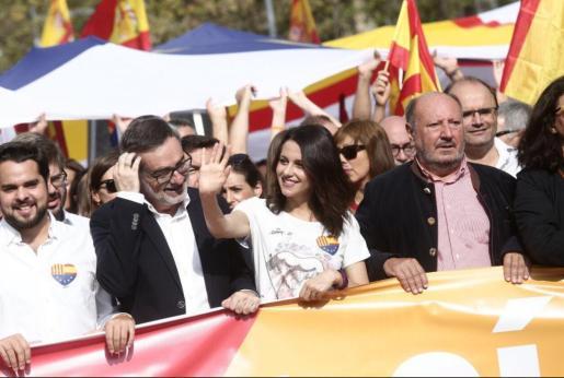 La líder de la oposición en Cataluña alberga pocas esperanzas de que Puigdemont cambie de postura.
