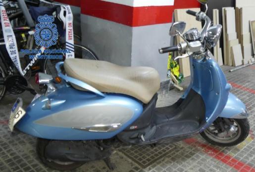 La motocicleta utilizada en el atraco para huir del lugar.