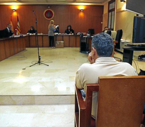 El acusado, en el banquillo de la Audiencia Provincial.