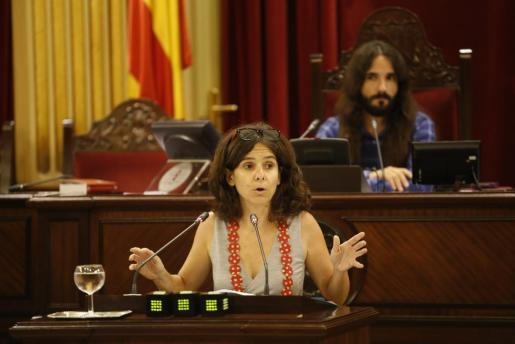 La diputada de MÉS Margalida Capellà durante una intervención en el Parlament.