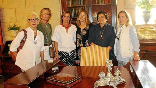 Cecilia Conde, Toya de la Vega, Pilar Marqués, Ana Cirerol, Margarita Puigdorfila y Margarita Estela.