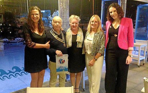 Mª del Pilar Rosselló, Justo Pérez, Ana Waitt, Bárbara Barceló y Aina Rosselló.