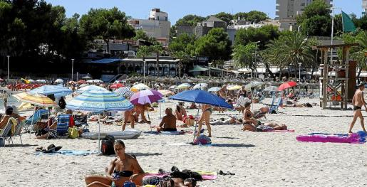 Los turistas que tenían previsto alojarse en hoteles de Palmanova han sido desvíados a otras zonas de Calvià.