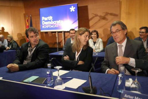 Imagen de archivo del presidente del PDeCAT, Artur Mas (d) junto a los dirigentes de la formación Marta Pascal (c) y David Bonvehí.