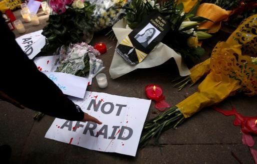 Numerosos periodistas organizaron un acto de condena del asesinato de su colega Daphne Caruana Galizia.