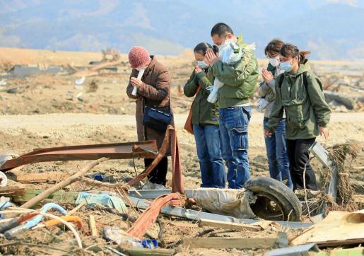 Las muestras de condolencias se suceden en todas las zonas afectadas.