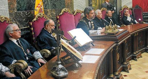 Imagen de archivo de un pleno del Tribunal Supremo, con su presidente, Carlos Lesmes, y el fiscal general del Estado, José Manuel Maza.