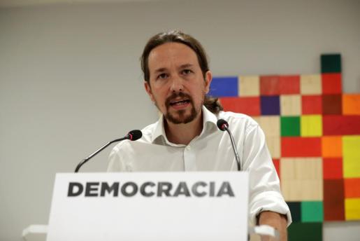 Iglesias insta a los militantes de Podemos a «defender España» asumiendo el derecho del pueblo catalán a decidir su futuro.