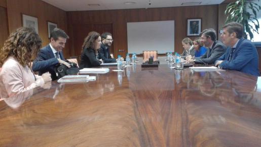 Una delegación del Govern, ancabezada por Catalina Cladera, se ha reunido este martes con los secretarios de Espado de Presupuestos y Gastos, y de Función Pública.