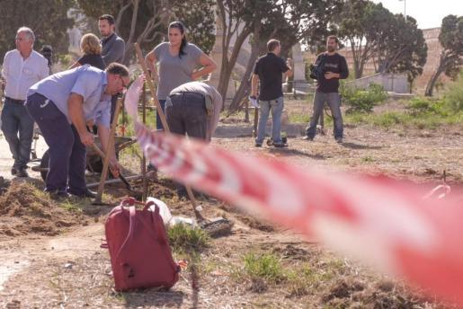 Inicio de los trabajos de exhumación para conocer la verdad sobre 46 bebés que podrían haber sido robados a sus familias en Cádiz.
