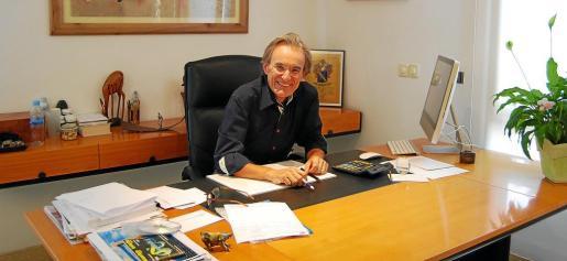 La sonrisa, la actitud positiva y la reflexión son característicos de Jaume Nebot, quien lleva más de 30 años trabajando en en Protur.