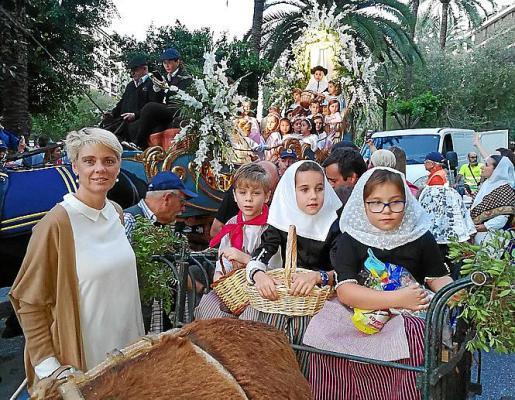 Aina Aguiló con su hijo Nofre y las pequeñas Mercedes y Aurora Sánchez.