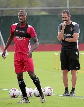 Vicente Moreno durante un entrenamiento en Son Bibiloni.