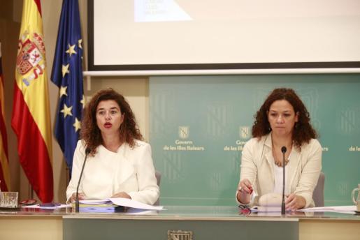 Pilar Costa y Catalina Cladera, tras la reunión del Consell de Govern.