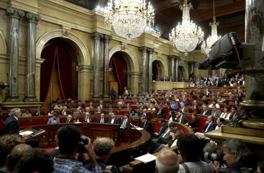 Momento de la sesión del Parlament de Cataluña que ha declarado la independencia en forma de república.