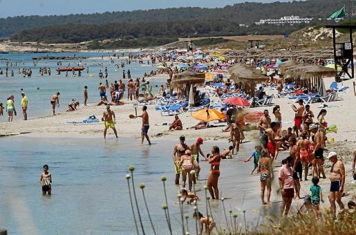 Disparidad de sensaciones en el momento de hablar de saturación. Los residentes opinan que Menorca no está llena, mientras que los turistas bajan la nota a la sensación de tranquilidad.