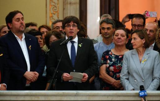 El president de la Generalitat, Carles Puigdemont, proclama la independencia de Cataluña.