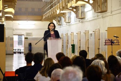 La alcaldesa de Barcelona, Ada Colau, ha criticado este viernes tanto al Gobierno como a los independentistas.