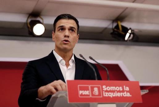 El secretario general del Partido Socialista Obrero Español Pedro Sánchez, a su llegada a la sala de prensa de la sede de Ferraz donde hizo este viernes una declaración sobre la votación en el Parlamento catalán.