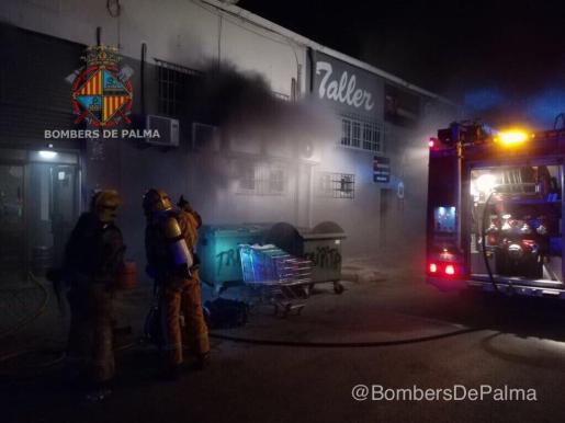 Los Bombers de Palma han sofocado este viernes un incendio en un restaurante del polígono de Son Castelló.