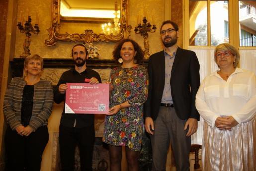 AL consellera Catalina Cladera entrega al president del Parlament los presupuestos de Baleares para 2018.