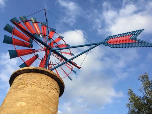 Un molino de viento restaurado.