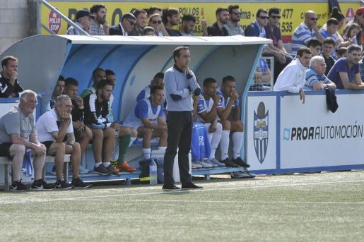 Armando de la Morena, en una imagen captada en su área técnica durante el partido ante el Peralada.