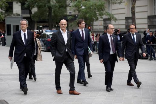Los exmiembros del Govern (de izda. a dcha.) Joaquín Forn, Raül Romeva, Jordi Turull y Josep Rull a su llegada a la sede de la Audiencia Nacional.