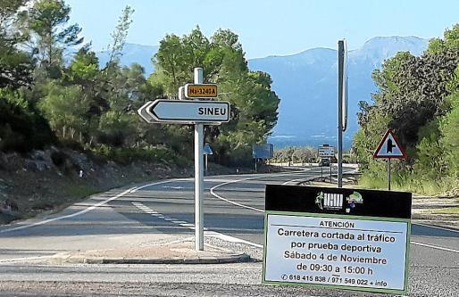 La organización de la Long Course Mallorca instaló carteles en las vías afectadas.