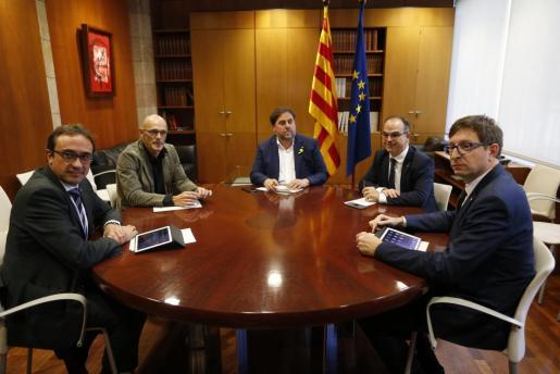 Los consellers del Govern Puigdemont que no se marcharon a Bruselas se reunieron antes de ir a declarar a la Audiencia Nacional y de que se dictara en su contra prisión sin fianza.