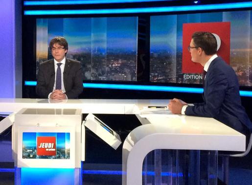 Carles Puigdemont durante una entrevista en la televisión pública belga.