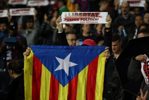 Soccer Football - La Liga Santander - FC Barcelona vs Sevilla - Camp Nou, Barcelona, Spain - November 4, 2017 Barcelona fan with a Catalan flag before the match REUTERS/Albert Gea SOCCER-SPAIN-FCB-SEV/