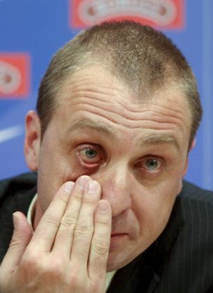 Barrufet, visiblemente emocionado durante la rueda de prensa en la que ha anunciado su despedida.