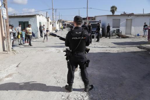 La Policía Nacional entró en el poblado chabolista a primera hora del pasado vienes.