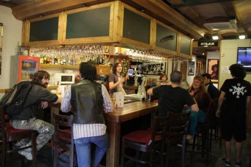 Cada día hay más ambiente en este bar palmesano.