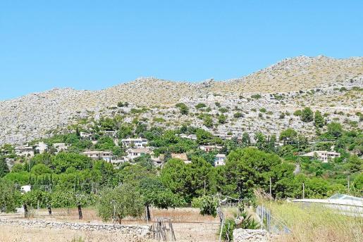 El Govern desclasificó en 2008 la zona alta de la urbanización por razones medioambientales, pero mantuvo el resto como suelo urbano. El Ajuntament de Pollença ha aprobado este año la nueva delimitación acorde a aquella desclasificación, pero no ha desarrollado la urbanización.