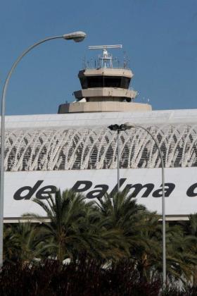Vista de la torre de control del aeropuerto de Son Sant Joan.