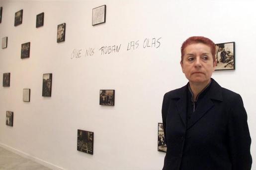 Fotografía de archivo (11/10/2002), de la artista plástica canaria Concha Jerez que ha obtenido este martes el Premio Velázquez de Artes Plásticas 2017.