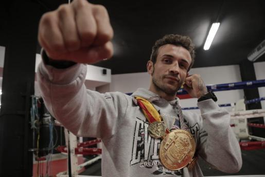 José del Río 'El Niño' con su cinturón de campeón de España.