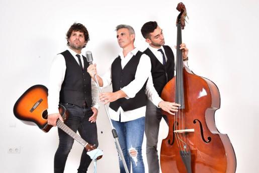 La Senda del Tiempo es un trío que ofrece versiones de canciones pop rock.