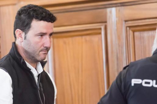 Manuel R.M. acusado del asesinato de su exmujer María del Castillo Vargas, hija de la cantaora Juana Vargas, a su llegada este miércoles al juicio donde el jurado popular ha leído su veredicto considerándolo culpable.