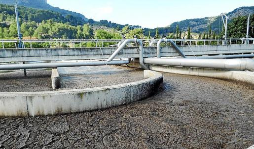 Imagen de archivo de uno de los tanques de Son Puça con agua y sólidos en tratamiento.