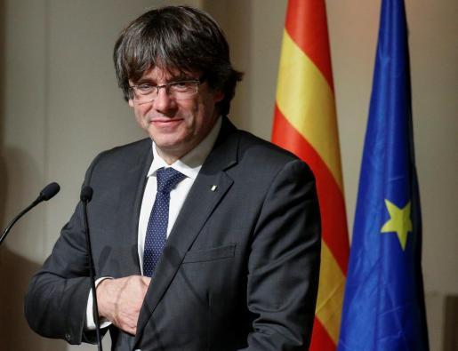 El presidente cesado de la Generalitat, Carles Puigdemont, durante su intervención este miércoles en la concentración de alcaldes independentistas en Bruselas.