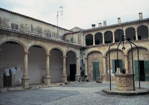 Can Conrado, antiguo convento de Nuestra Señora de la Soledad, en el municipio de Santa Maria.