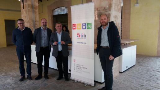 Jaume Mateu y Virgilio Moreno durante la presentación de la oficina de atención al ciudadano.