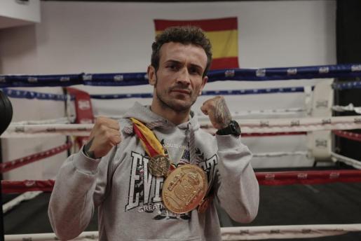 José del Río cae en los puntos con Kerman Lejarraga y se queda sin el título