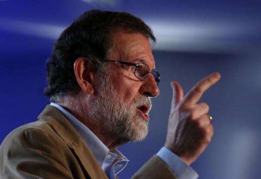 Mariano Rajoy gesticula durante su intervención este domingo en Barcelona.