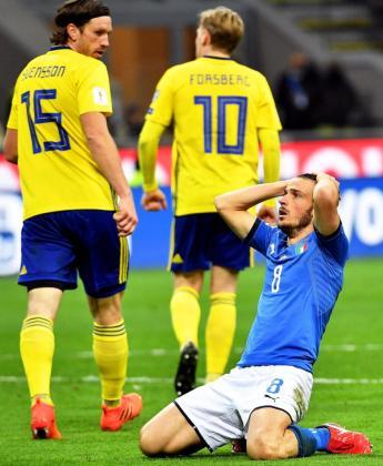 El jugador Alessandro Florenzi de Italia reacciona durante la eliminatoria de clasificación para la Copa Mundial de la FIFA 2018, en el partido de fútbol de vuelta entre Italia y Suecia.