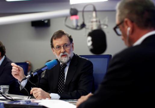 El presidente del Gobierno, Mariano Rajoy, durante la entrevista que ha concedido este martes al periodista Carlos Herrera.